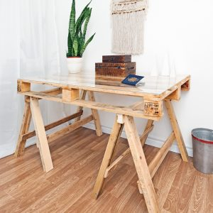 Bois de palette – Table sur tréteaux