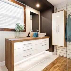 Mariage de styles réussi pour la salle de bain