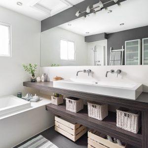 Opération ouverture dans la salle de bain