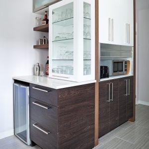 Minibar, cellier et vaisselier