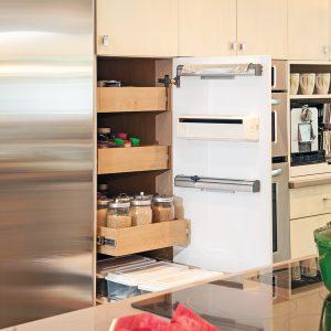 Porte maximisée dans la cuisine