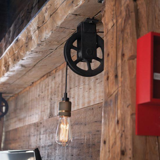 Luminaire poulie de style industriel