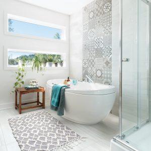 Carreaux de ciment en vogue pour la salle de bain