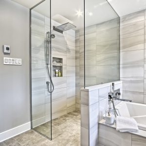 Double envergure dans la salle de bain
