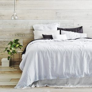 Lattes de bois blanchi pour la chambre