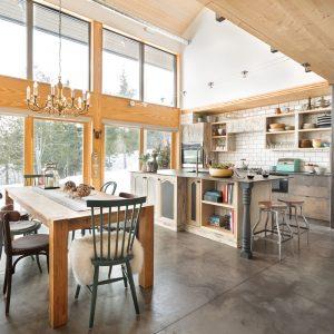 Palette neutre et mélange des styles dans la cuisine