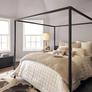 Murs et plafond peints pour une ambiance douillette dans la chambre