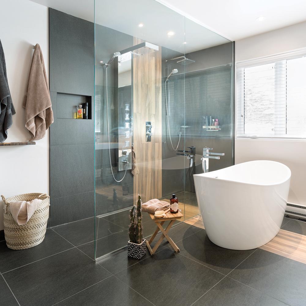Salle de bain transformée en havre moderne