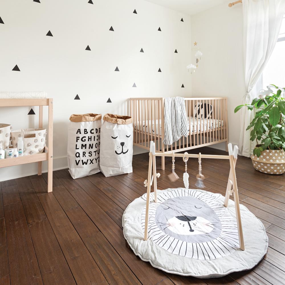 Une chambre de bébé aux accents scandinaves