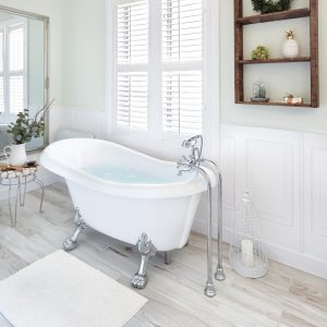 Une salle de bain «shabby chic» revampée par Karla