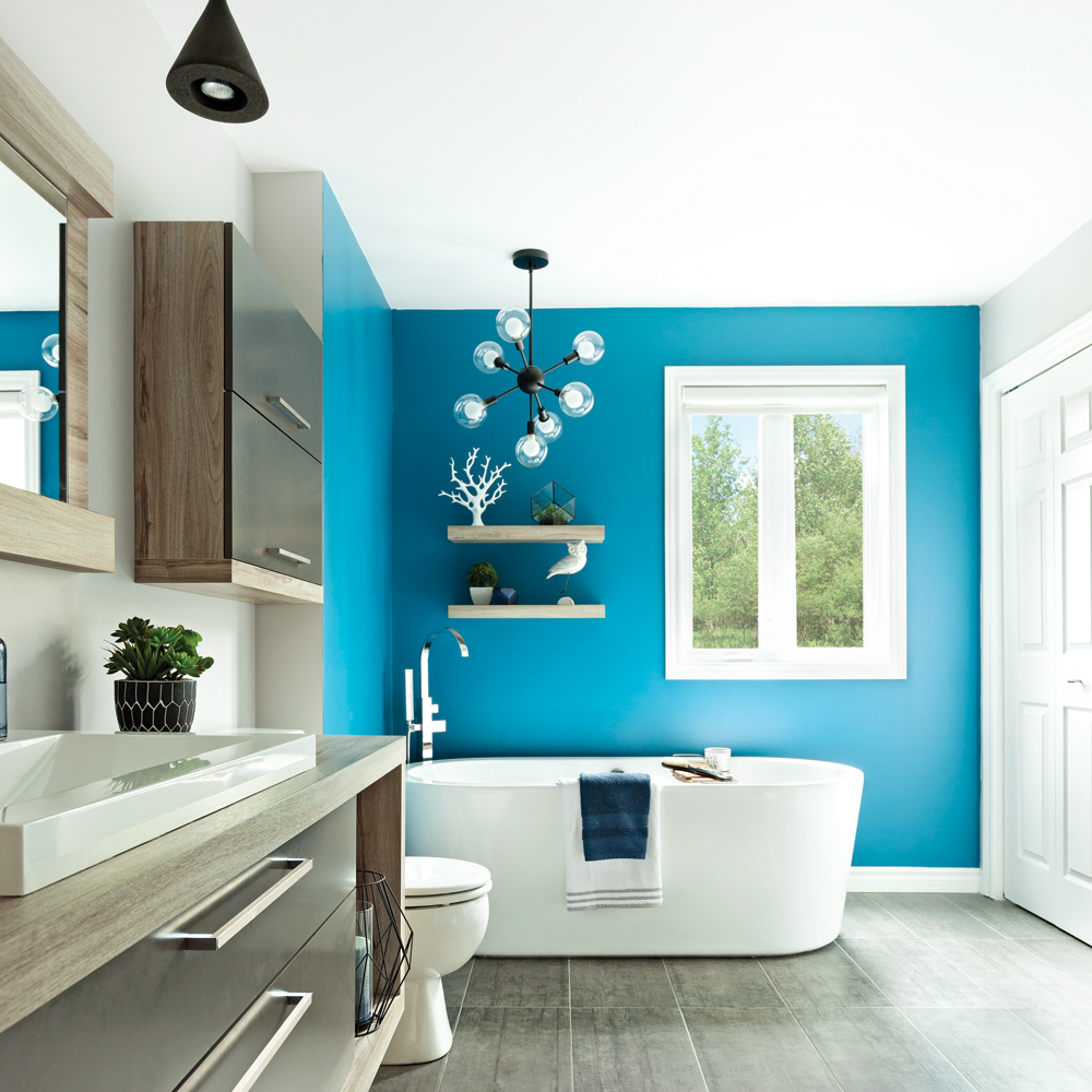 Nuances de bleu dans la salle de bain