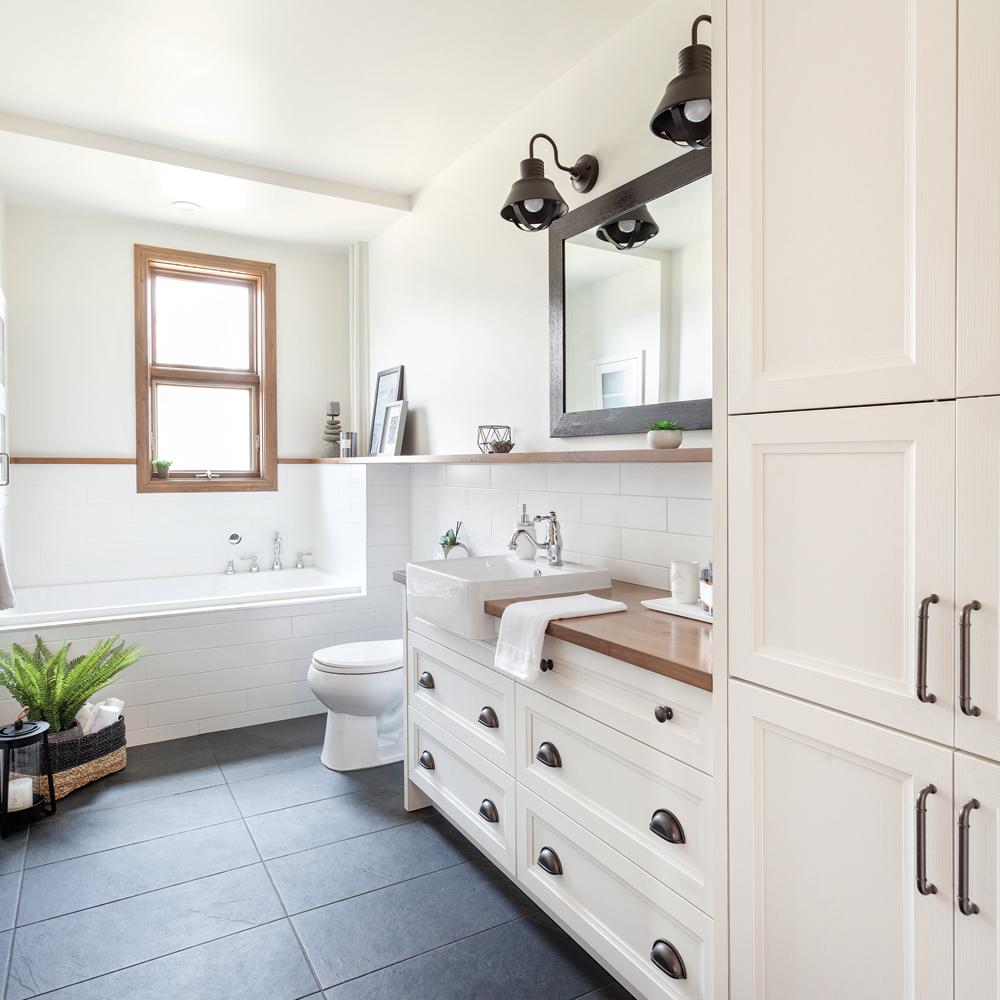 Salle de bain de style champêtre moderne - Je Décore