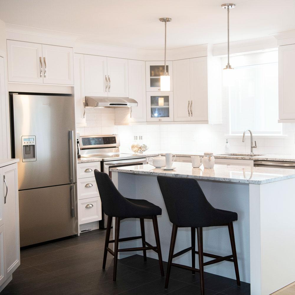 Impression de grandeur grâce au blanc dans la cuisine