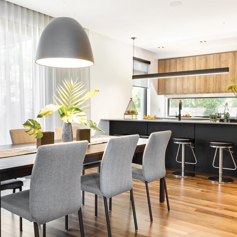 salle-a-manger-et-cuisine-contemporaines-bois-et-noir