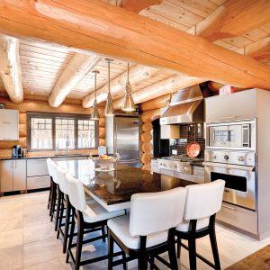 Cuisine en bois rond au design contemporain
