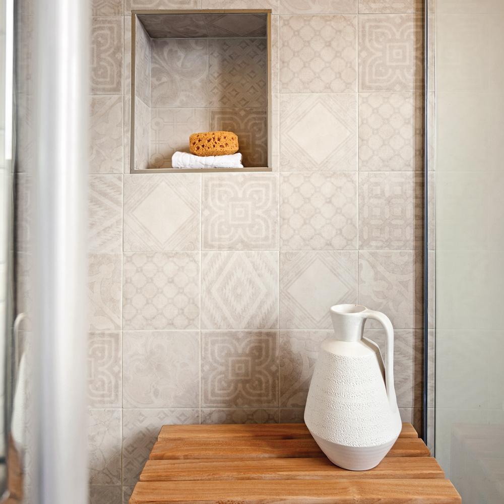 douche-en-ceramique-a-motifs-dans-une-salle-de-bain-tendance01