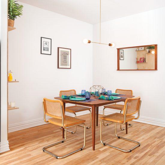 Salle à manger au mobilier vintage mid-century