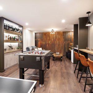 Espace jeu et coin-bar au sous-sol