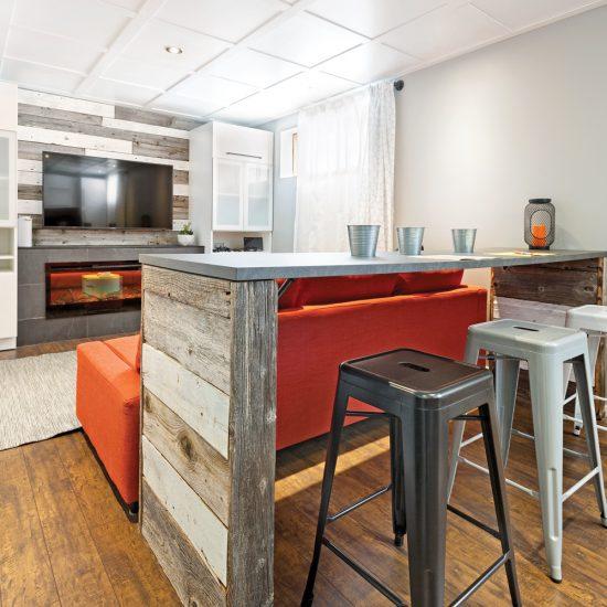 Coin bar et coin-télé rénovés pour pas cher au sous-sol