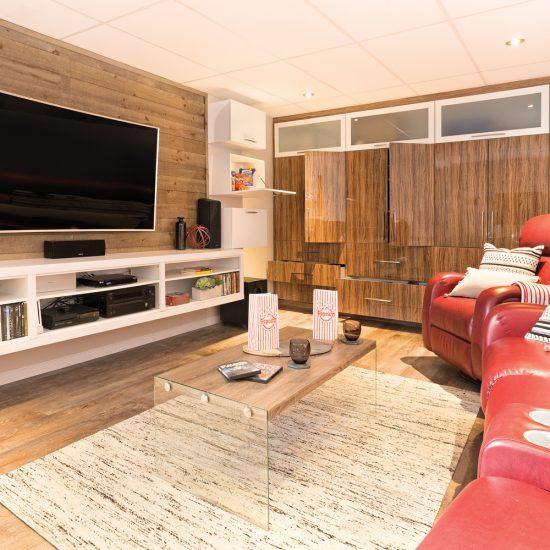Cinéma-maison et salle à manger 100% fonctionnels au sous-sol