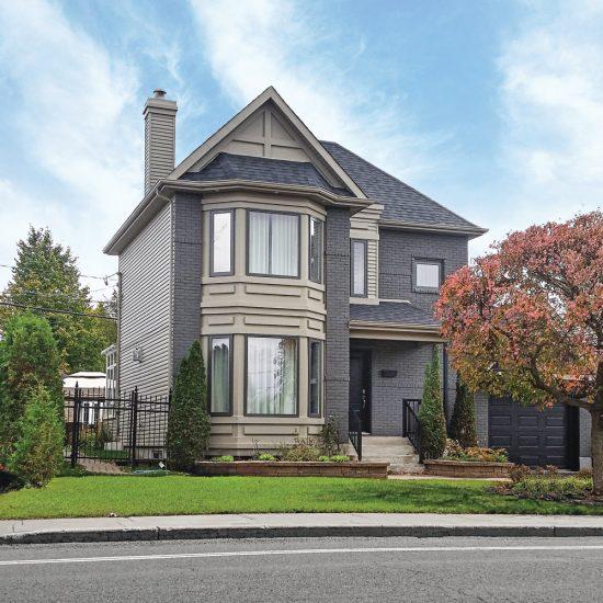 Façade de la maison rajeunie pour moins de 10 000$