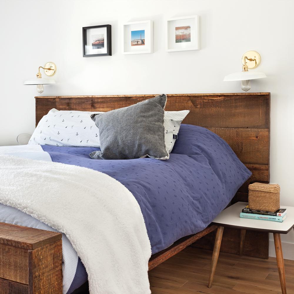 Cocon de douceur et de confort dans une chambre à coucher blanche ...