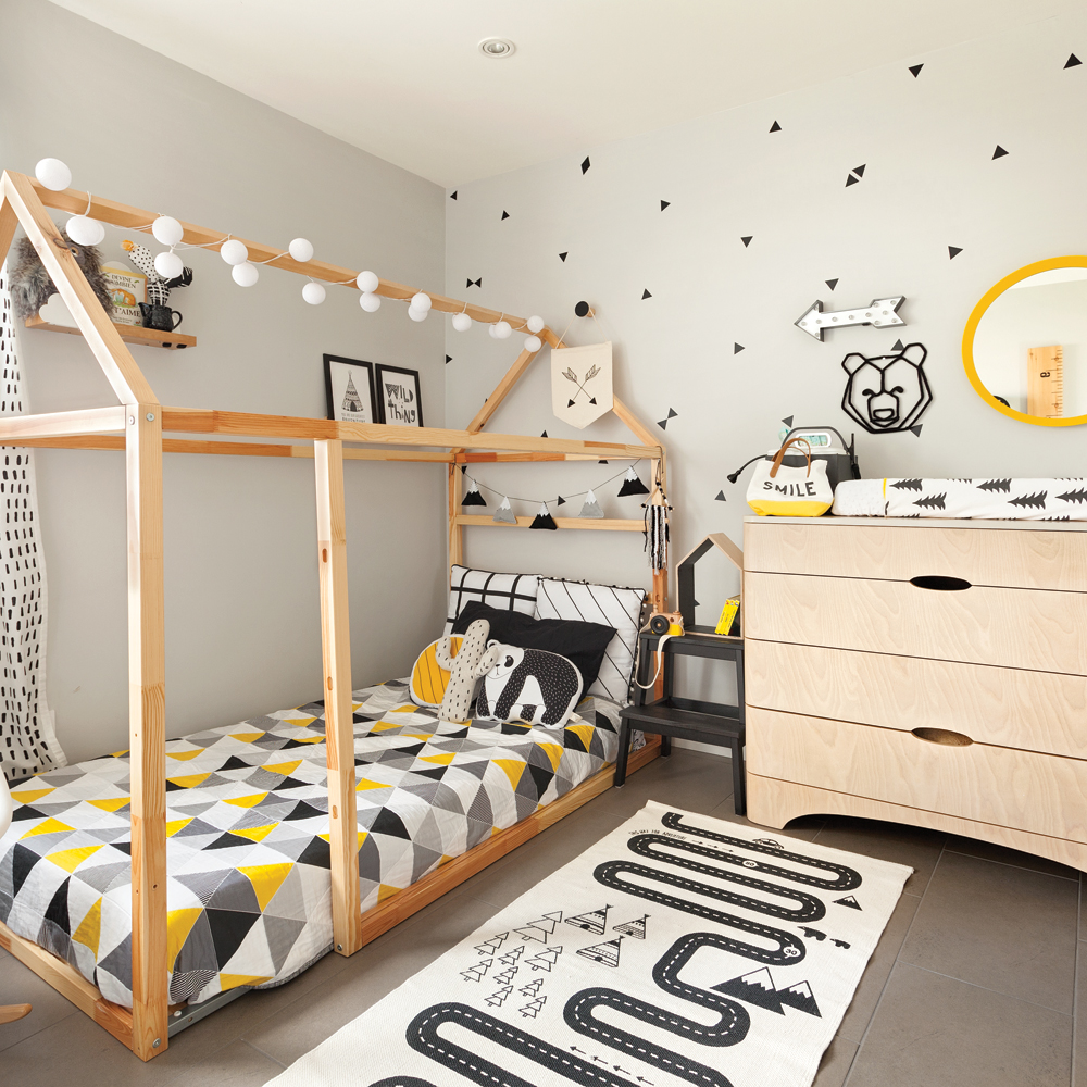 lit cabane pour la chambre de gar on je d core. Black Bedroom Furniture Sets. Home Design Ideas