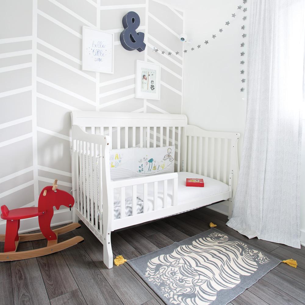Comment Faire Des Rayures En Peinture Sur Un Mur diy : rayures de peinture tendance pour la chambre de bébé