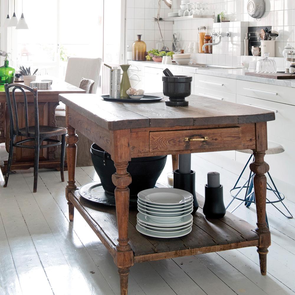 Une ancienne table transformée en îlot