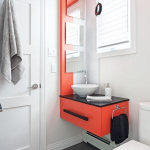 Petite salle de bain éclatante