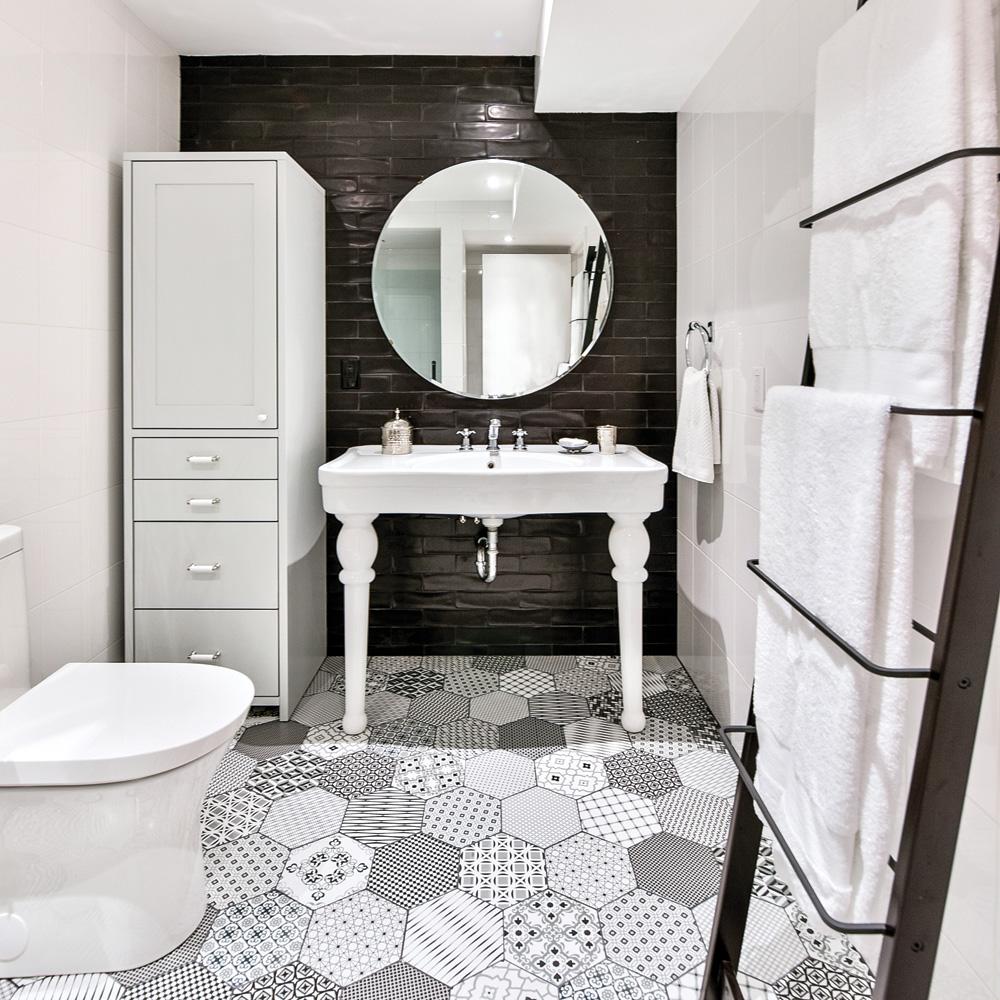 Salle de bain chic en noir et blanc - Je Décore