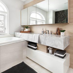 Salle de bain intemporelle au design tendance