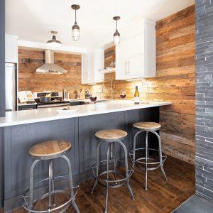 Petite cuisine en «U» au look industriel et rustique