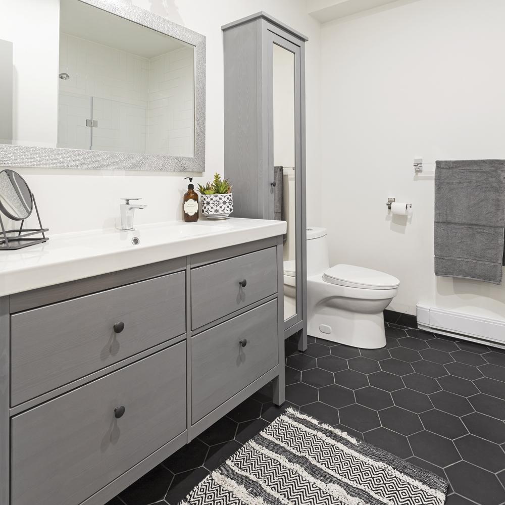 Meuble-lavabo moderne et massif