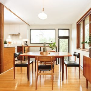 Une cuisine mid-century moderne