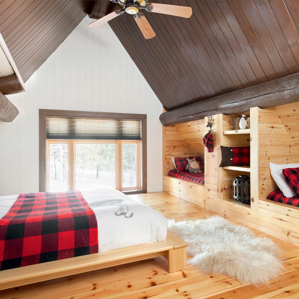 Une chambre rustique traditionnelle