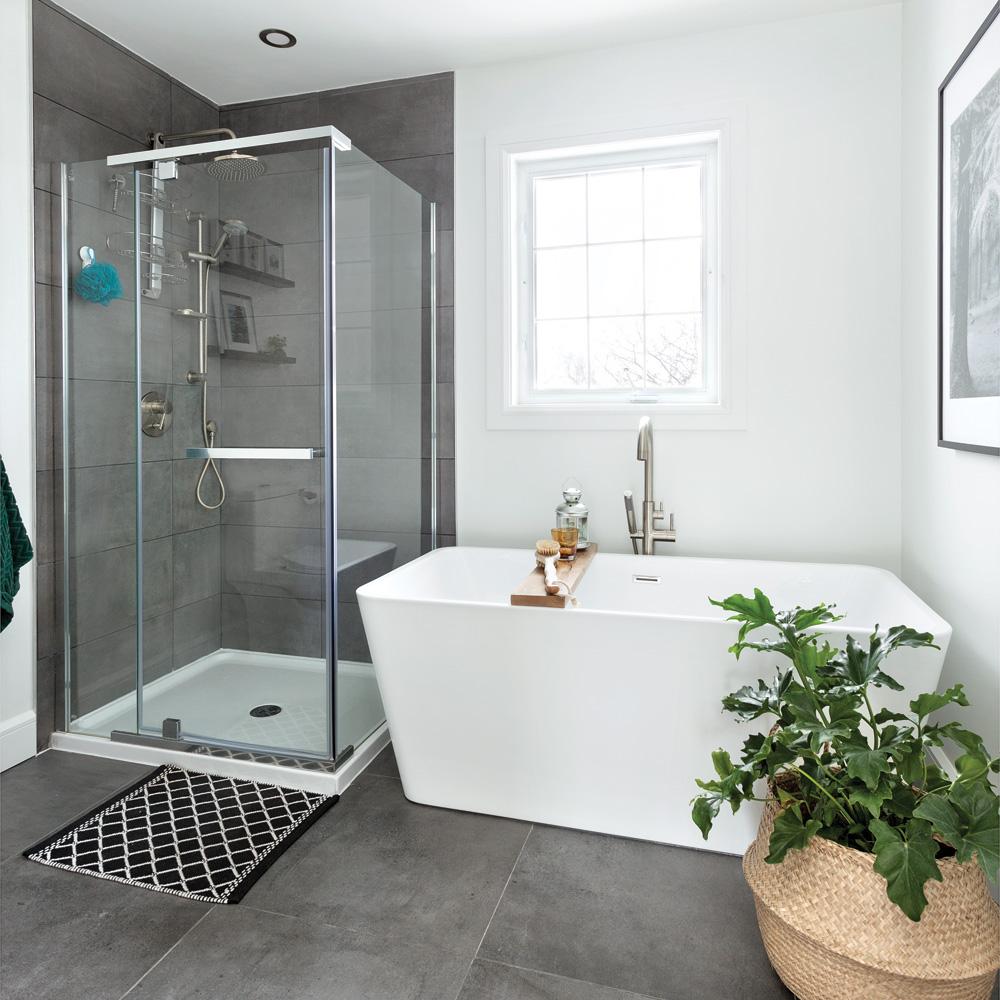Avant-après: salle de bain moderne et actualisée