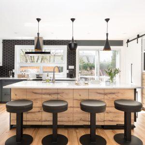Avant-après: ouverture conviviale dans la cuisine