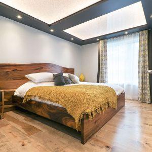 Une chambre où bois, textures et couleurs se marient parfaitement