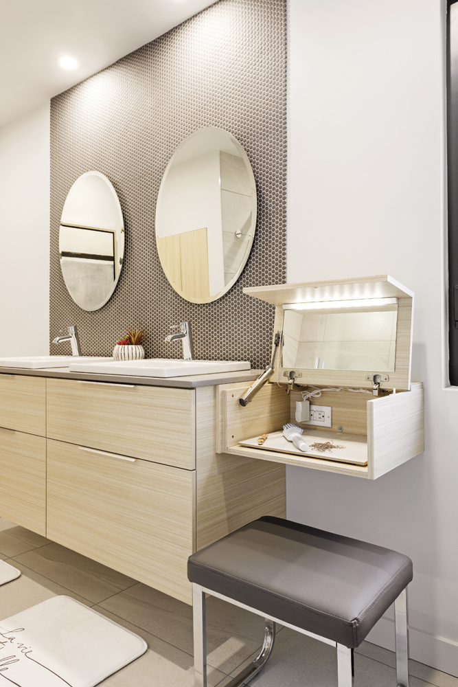 Une salle de bain décloisonnée au style contemporain1