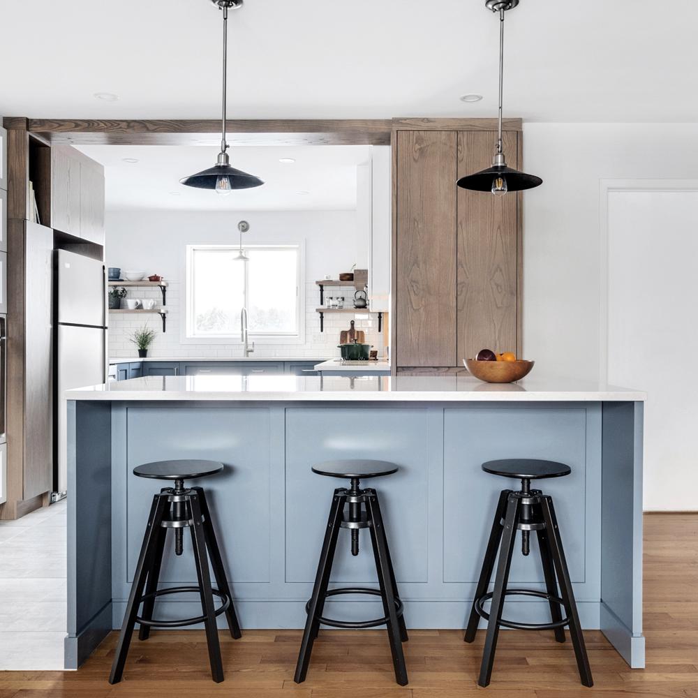 Une cuisine combinant symétrie et profondeur