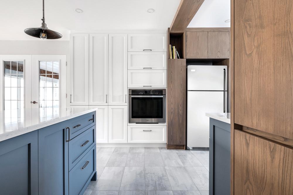 Une cuisine combinant symétrie et profondeur2