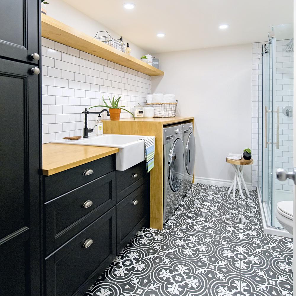 Une salle de bain à la nature multifonctionnelle