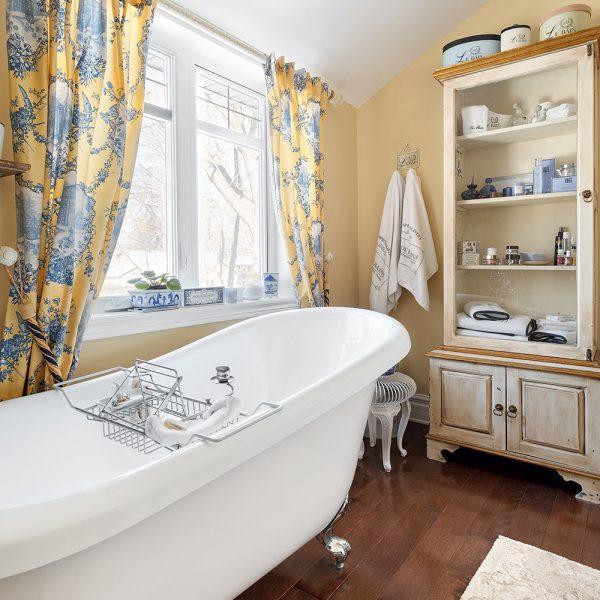 Une salle de bain «Shabby chic»