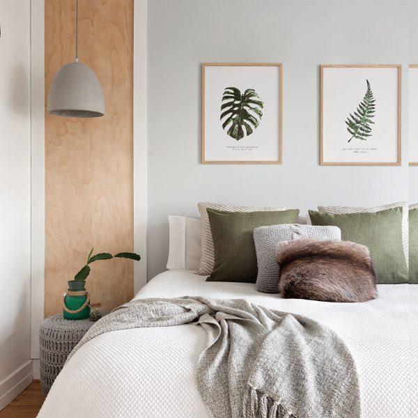 Chambre bois pâle, gris, print végétaux