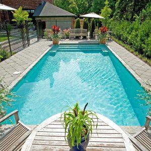 Tendance épurée pour le coin-piscine