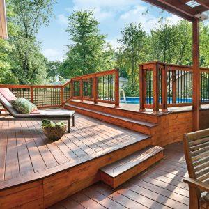 Plan d'aménagement: un patio vaste et épuré
