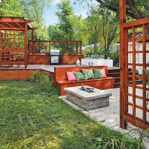 Un patio vaste et épuré