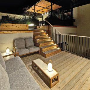Terrasse lounge bien éclairée