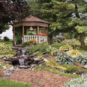 Cour champêtre en harmonie avec la nature